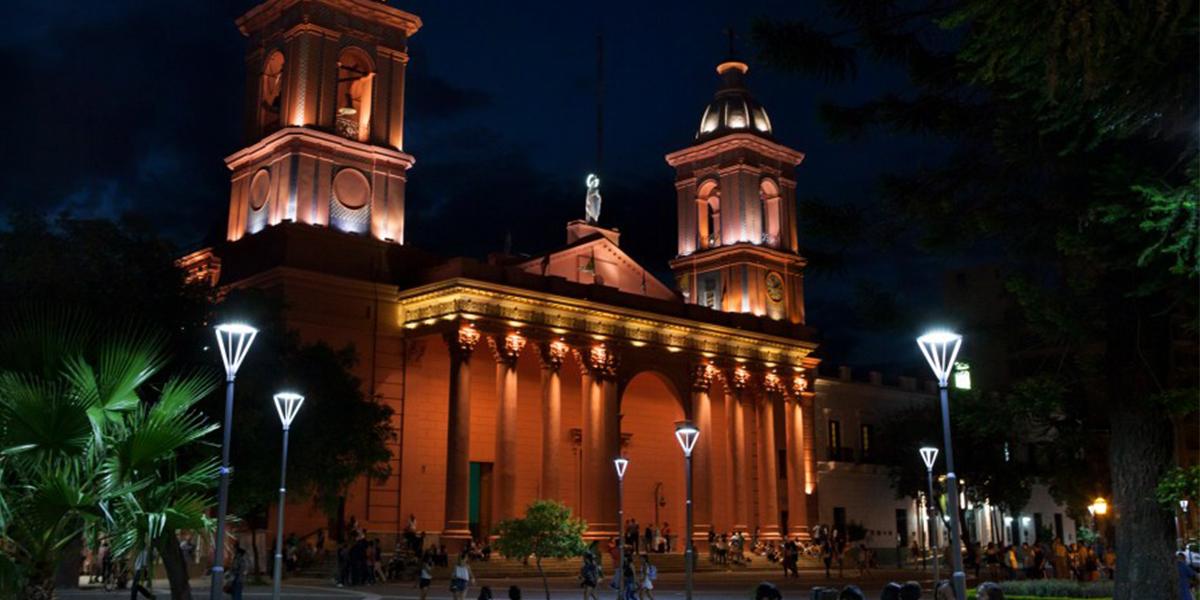 header Catedral Catamarca nocturna